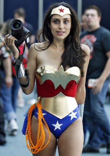 Ein Wonderwoman-Fan-Kostüm auf der ComicCon