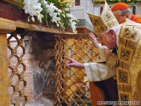 art.pope.tomb.afp.gi